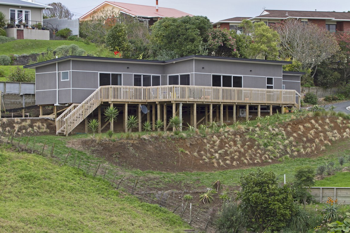 Bayly Rd, New Plymouth - gold award house build medal